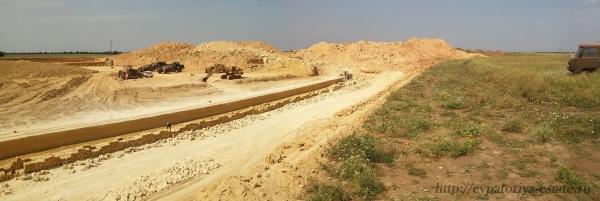 Действующий карьер по добыче камня «ракушечника» в Крыму